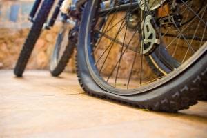 Fahrradreifen wechseln lassen: Der Preis kann je nach Werkstatt variieren.