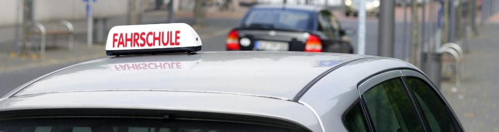 Erste Autobahnfahrt in der Fahrschule: Tipps für Fahrschüler