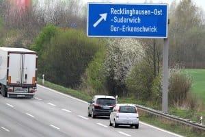Ein Fahrverbot kann wegen einer Abstandsmessung auf der Autobahn verhängt werden.