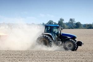 Sonderfälle beim Fahrverbot: Eine Ausnahme bei der Landwirtschaft kann das Führen von Traktoren erlauben.