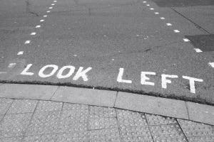 Ein Fahrverbot in England gilt auch für ausländische Fahrer.