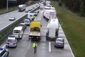 Abstand nicht eingehalten, Blinker nicht gesetzt oder falscher Reifendruck - diese Fehler beim Autofahren können schlimme Folgen haben.