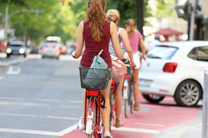 Um zur Feinstaub-Reduktion kein Fahrverbot notwendig zu machen, könnten Bürger mithelfen und bspw. öfter mit dem Fahrrad fahren.