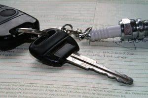 Bevor Sie die Feinstaubplakette entfernen: Die Schadstoffgruppe ist aus den Fahrzeugpapieren ersichtlich.