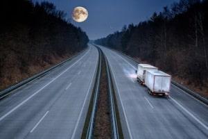 Der Fernlichtassistent kann sich positiv auf die Verkehrssicherheit und den Fahrkomfort auswirken.