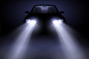 Ein Fernlichtassistent kann dafür sorgen, dass das Fernlicht optimal zum Einsatz kommt.
