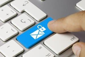 Das Fernmeldegeheimnis gilt für E-Mail, Messengerdienste und SMS.