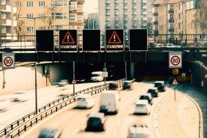 Wer für den Ausbau zuständig ist, legt das Fernstraßenausbaugesetz fest.
