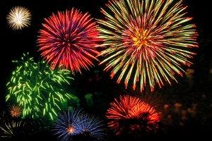 Die Feuerwerk-Erlaubnis benötigt jeder, der beruflich mit Feuerwerkskörpern zu tun hat.