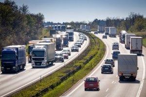Finnland: Ein Bußgeld für überhöhte Geschwindigkeit kann die Urlaubskasse stark belasten.