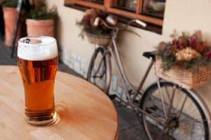 In Frankreich gilt bei Alkohol für Auto und Fahrrad die gleiche Promillegrenze.
