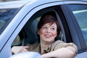 In einer Frauenfahrschule wird der Unterricht ausschließlich von Fahrlehrerinnen geleitet.