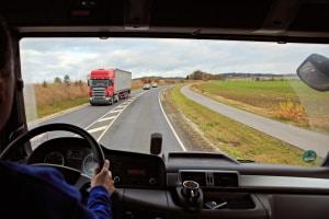 Führerschein: Ab 50 im LKW unterwegs zu sein, unterleigt den gleichen Regeln wie alle anderen Altersstufen auch.