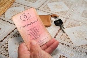 Auch wenn auf dem alten Führerschein kein Ablaufdatum vermerkt ist, muss ein Umtausch erfolgen.
