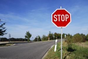 Sie wollen den Führerschein machen? Anhalteweg berechnen steht mit auf dem Fahrschulprogramm.