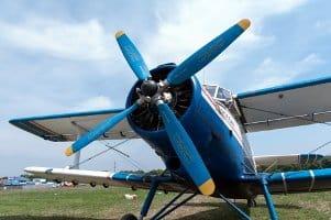 Ein Führerschein für eine Drohne kann durch eine Pilotenlizenz oder eine Prüfungsteilnahme bescheinigt werden.