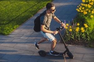 Ein Führerschein ist für E-Scooter nicht notwendig, sehr zum Missfallen einiger Behindertenverbände.