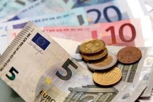 Führerschein kaputt: Diesen neu zu beantragen geht mit Kosten in Höhe durchschnittlich bis zu 40 Euro einher.