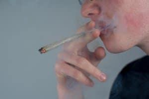 Die Behörde unterstellt persönlichen Konsum, darum erfolgt der Führerscheinentzug wegen Drogenbesitz.