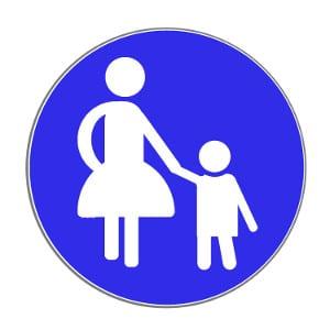 Achtung Fußgänger: Verkehrszeichen, die Fußverkehr ankündigen, gibt es viele.