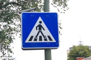 Am Fußgängerüberweg erzeugt das Schild 350 ein Halteverbot.