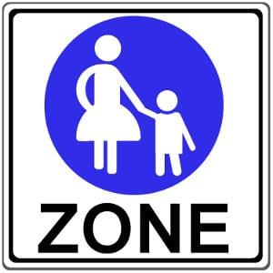 Den Beginn einer Fußgängerzone markiert dieses Schild. Seine Bedeutung ist klar: Fußgänger haben hier Vorrang.