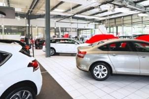 Wer keinen Gebrauchtwagen von der Stange will, ist beim Genfer Autosalon genau richtig.