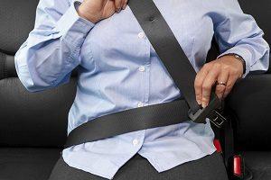 Gebrauchtwagen kaufen von privat: Tipps zur Begutachtung der Gurte und Sitze sind hilfreich.