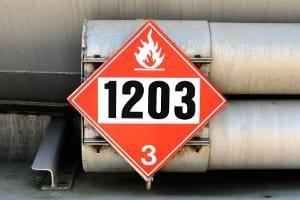 Hier sehen Sie eine Gefahrgutkennzeichnung, wie sie in Europa vorgeschrieben ist.