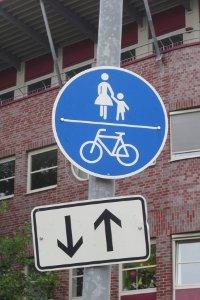 Hier können Sie kein Geisterfahrer mit Fahrrad werden, weil beiden Richtungen freigegeben sind.