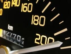 Die Geschwindigkeit bei einem Mofa ist auf 45 km/h begrenzt.