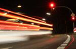 Geschwindigkeit und rote Ampel