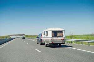 Anhänger: Welche Geschwindigkeit muss mit Wohnwagen in Europa eingehalten werden?