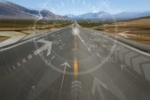 Ein Geschwindigkeitsassistent oder Geschwindigkeitsbegrenzer im Auto kann sich als nützlich erweisen.