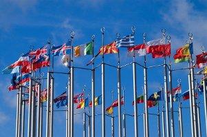 Eine Geschwindigkeitsüberschreitung kann im Ausland zu weit höheren Bußgeldern führen.