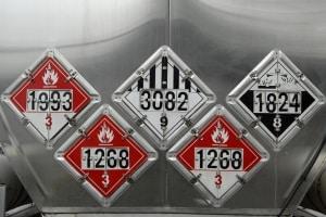 In der Gefahrgutverordnung GGVSEB erfahren Sie, wie Sie mit Gefahrgütern umgehen müssen.