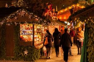 Auch wenn er für viele zum Weihnachtsmarktbesuch dazugehört: Glühwein lässt die Promille in Ihrem Blut schneller ansteigen.