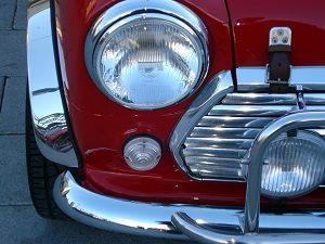 Eine gründliche Lackaufbereitung lohnt sich. Das Auto glänzt fast wie neu.