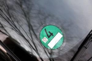 Die grüne Umweltplakette wird in Frankreich an emissionsfreie Fahrzeuge vergeben.