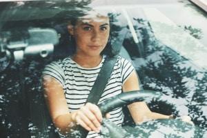 Die 1. Grundregel in §1 (StVO) fordert ständige Rücksicht und Vorsicht beim Autofahren.