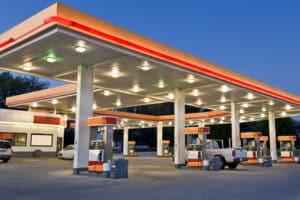 Günstig tanken ist bei einem Vergleich mehrer Tankstellen möglich.