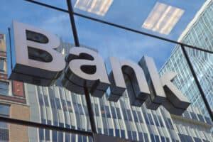Günstigster Autokredit gesucht? Fragen Sie auch bei Ihrer Bank nach Finanzierungsmöglichkeiten.
