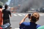 Das Bundeskabinett hat härtere Strafen für Gaffer beschlossen, die Unfalltote fotografieren.