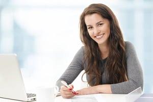 Sie können Ihrer Haftpflichtversicherung einen Schaden meist online, telefonisch, schriftlich oder persönlich melden.