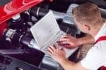 Ein Hagelschaden am Auto muss der Versicherung gemeldet werden.