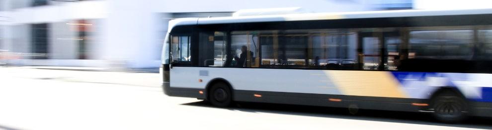 Halten an Bushaltestelle: Das müssen Sie beachten