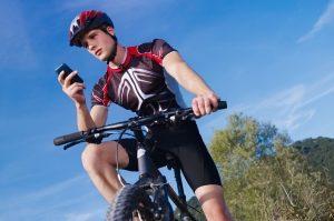 Das Handy auf dem Fahrrad zu benutzen, ist gesetzeswidrig