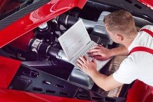 Häufig erfolgen Haupt- und Abgasuntersuchung zusammen, sodass Sie einen Gesamtpreis bezahlen.