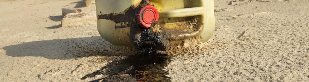 Altöl illegal entsorgen: Welches Bußgeld droht?