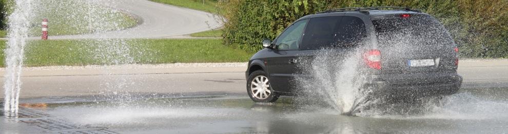 Aquaplaning – Wenn das Fahrzeug auf der Straße schwimmt
